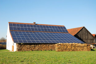 Advantages of solar panels on the roof of a solar barn